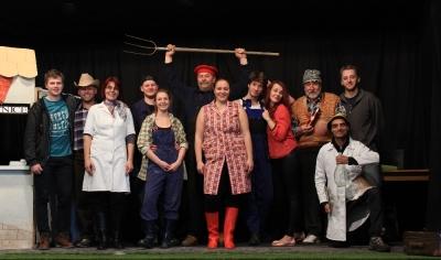 Divadlo z Pošumaví: Bezkontaktní ženy aneb Agrostory