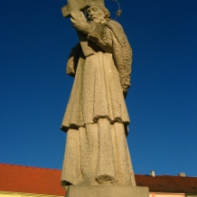 socha sv. Jana Nepomuckého na náměstí